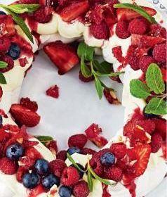 Mixed Berry Meringue Wreath